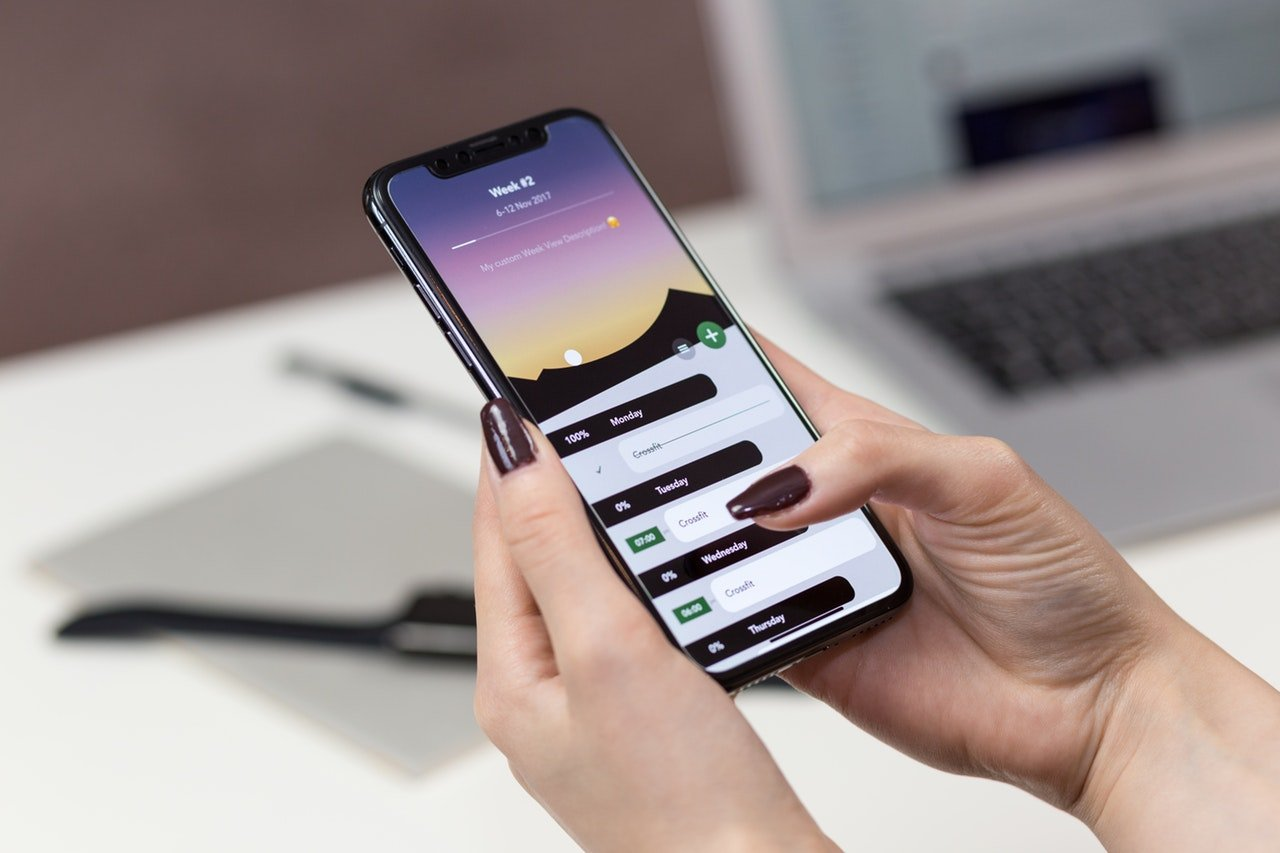 Global smartphone market declined for first time in 2018