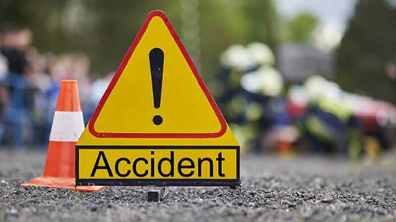 Road mishap, two injured