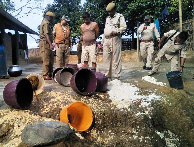 Excise department conducts raid under the supervision of Excise Superintendent Sunil Sinha