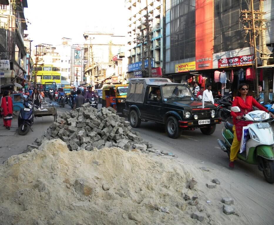 Mound Of Blocks, Sands Create Traffic Congestion