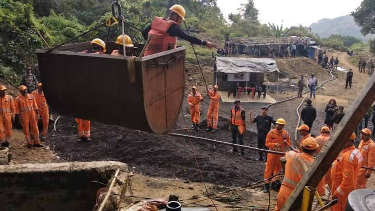 Navy divers detect fourth body in coal pit