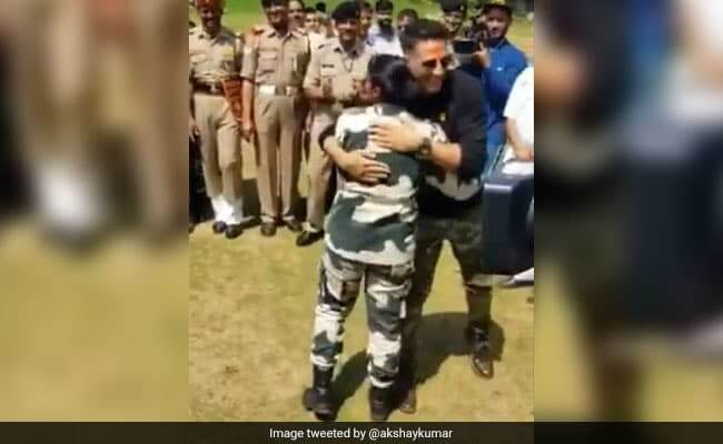 Akshay Kumar Defeated By Woman Officer In Mock Fight