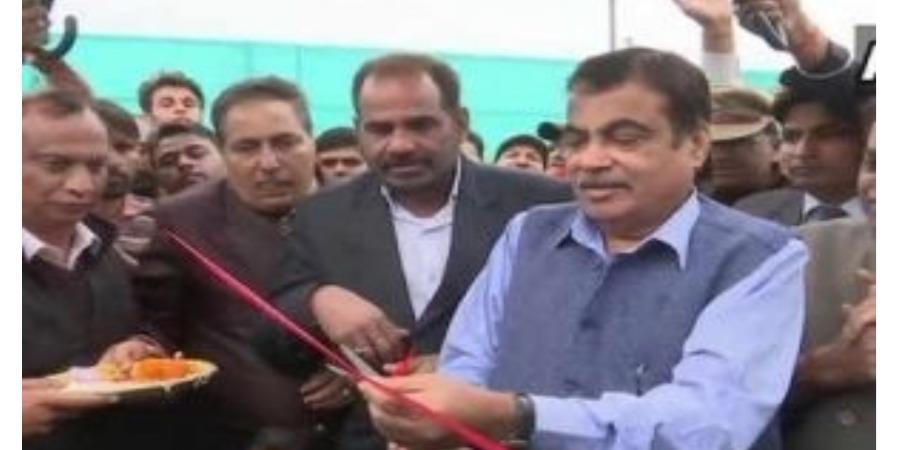 Gadkari inaugurates flyover at Delhi's Dhaula Kuan junction