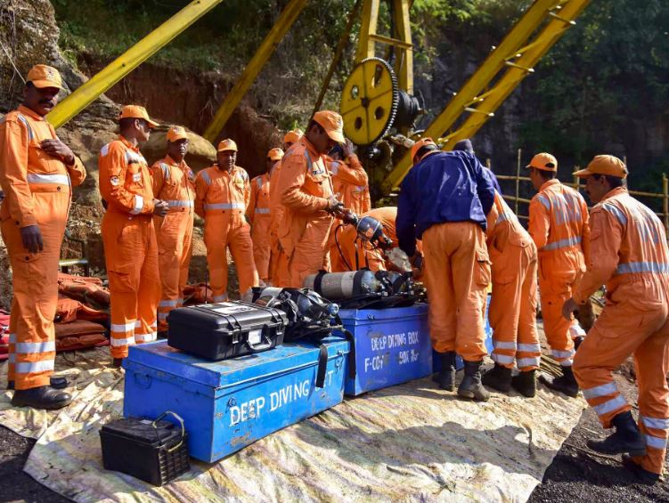 Navy, Army personnel to leave illegal rate-hole mine in Shillong