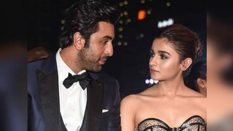 Alia Bhatt, Ranbir Kapoor Share An Awkward Kiss At An Award Show - Watch The Viral Video Here