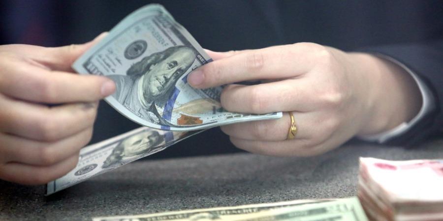 US dollar edges up amid economic data