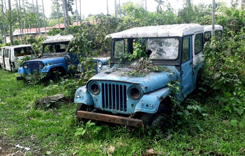 Rusty Vehicles On Blind School Premises For Years!