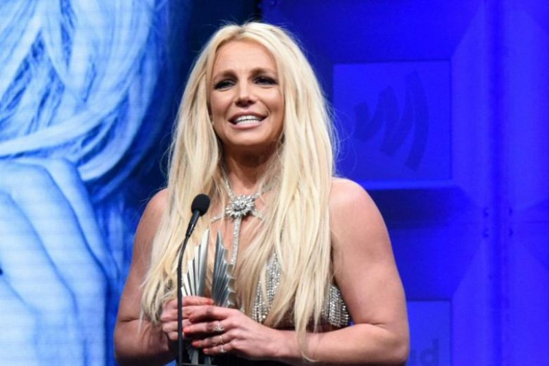 Britney Spears May Never Perform Again, Says Manager Larry Rudolph