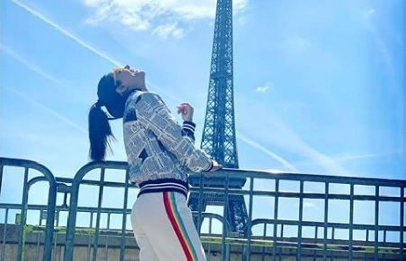 Hina Khan Poses With Eiffel Tower Before Cannes Visit