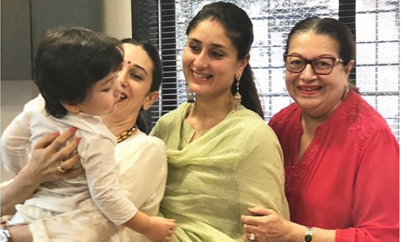 See Pics - Family Pic of Kareena Kapoor With Son Taimur, Karisma And Mom Babita Which Will Strike Your Heart
