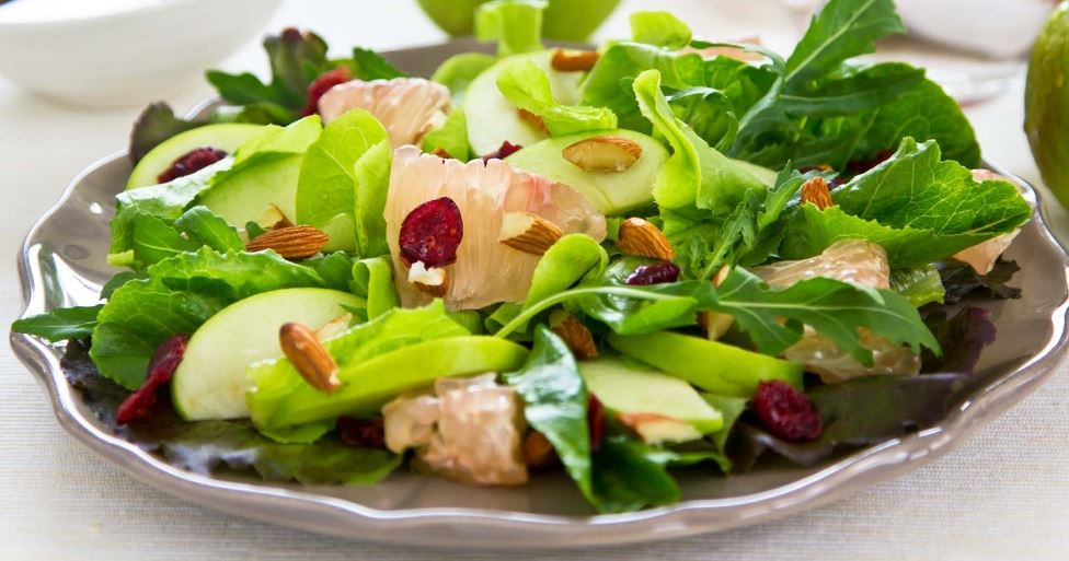 Mixed Green Salad With Grapefruit And Cranberries For Weight Loss