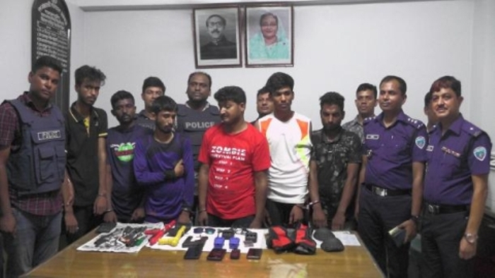 Four Indian youths with weapons and a large number of motorbike parts arrested in Bangladesh