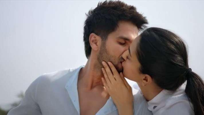 Shahid Kapoor On Locking Lips With Kiara Advani