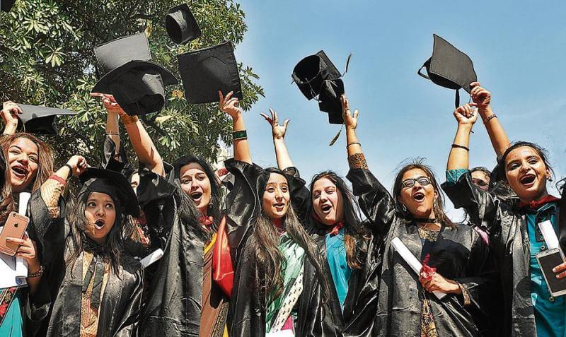 Wear Indian dresses on Convocation Day, says UGC to Indian university students