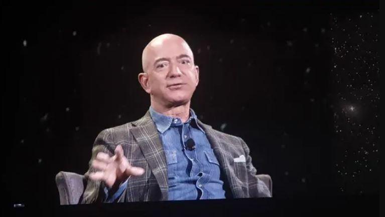 US Lawmakers Press Amazon CEO Jeff Bezos