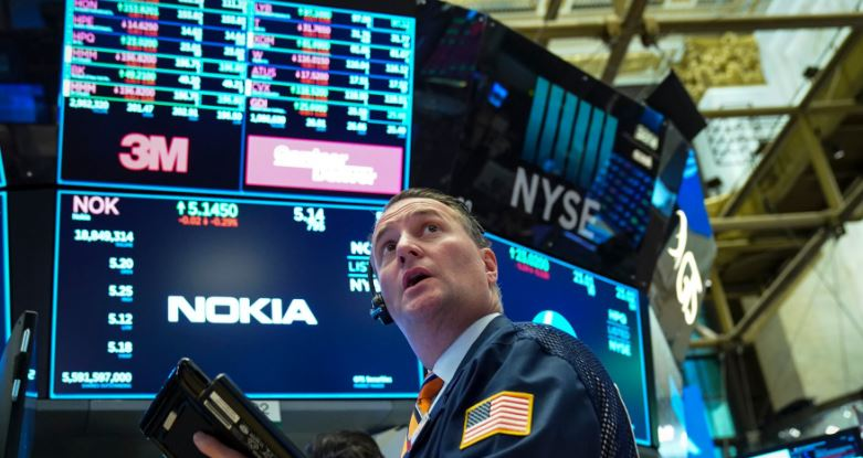 US stocks close higher amid trade hopes, Federal meeting
