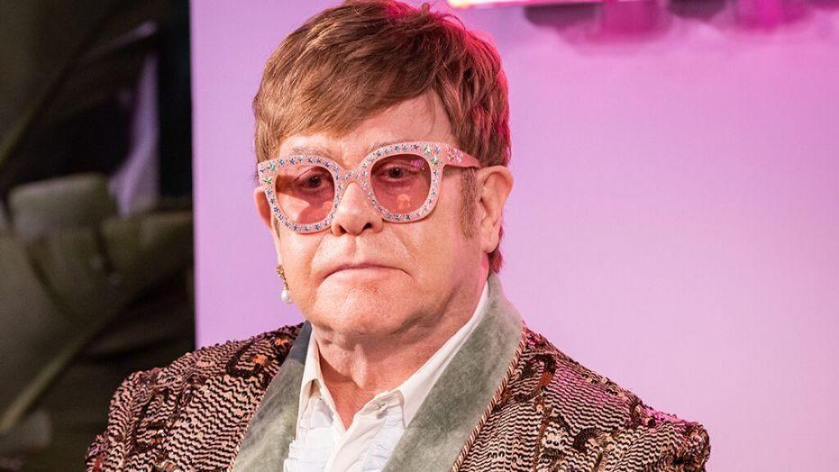 Singer Elton John Calls Michael Jackson 'Mentally Ill'