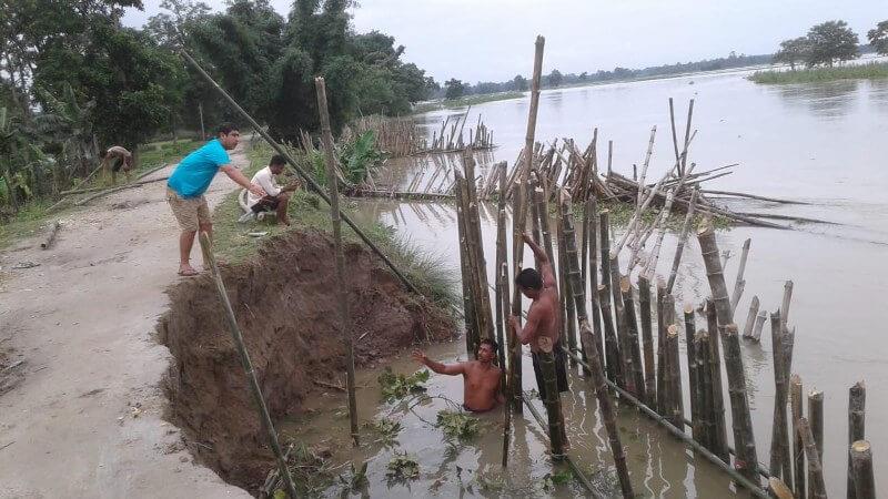 Erosion by the Charikoriya poses threat to embankment at Harhi