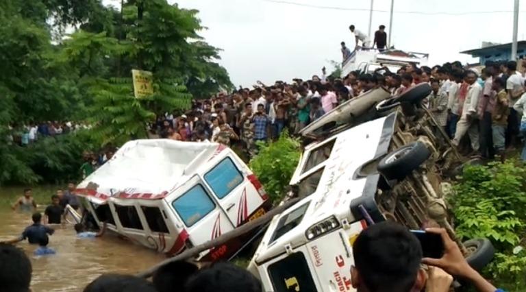 Road Accident kills 3, injures 30 near NH6 in Karimganj