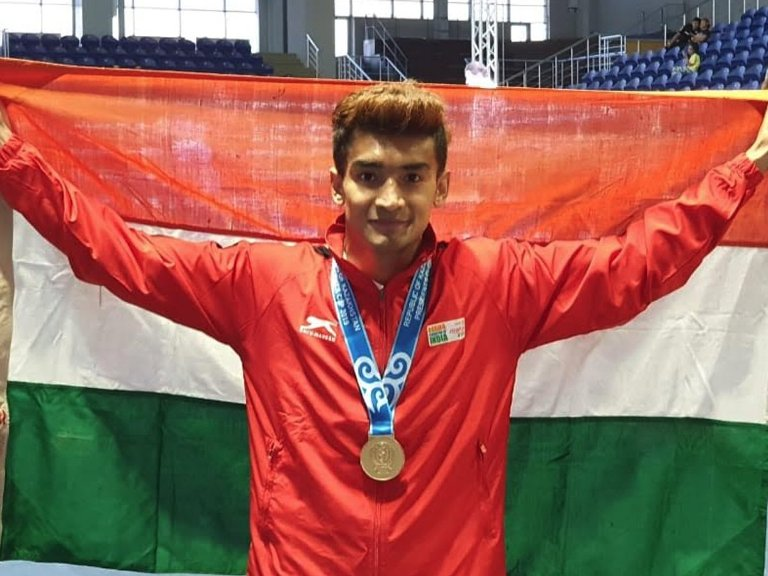 Shiva Thapa becomes first Indian Boxer to bag gold medal at President