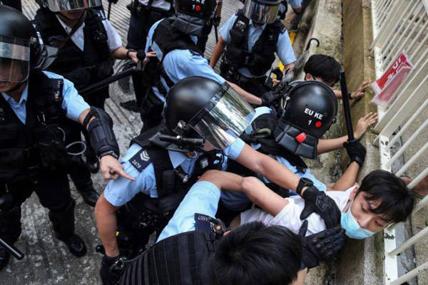 Scuffles in Hong Kong in 15th week of protest