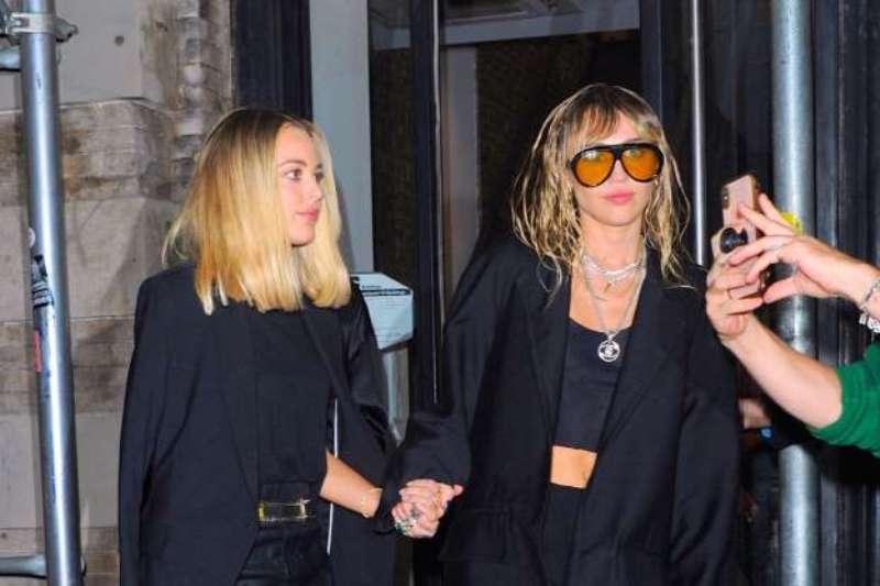 Fans call Miley Cyrus, Kaitlynn Carter 'Power Couple'