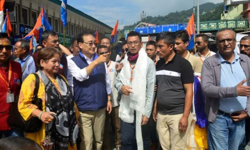 Sikkim Bypolls: HSP Candidate Bhaichung Bhutia Makes Final Campaign Around MG Marg