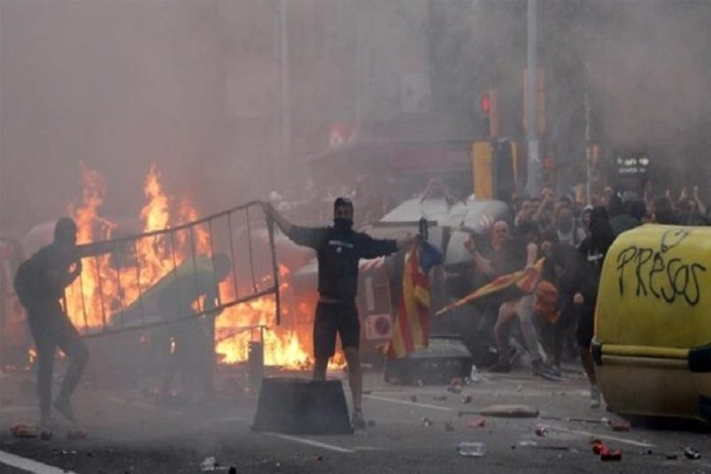 Clashes erupt during pro-Catalan protest