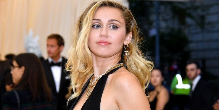 Miley Cyrus Shares Cryptic Posts about Loyalty