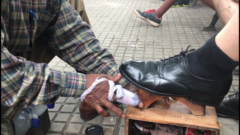 Elderly Shoe Shinner Preaches Dignity of labour