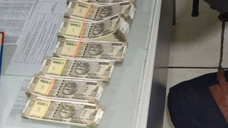 CISF Recovers Bag Having Fake Currency Over Rs 4 Lakh from Delhi Metro Station