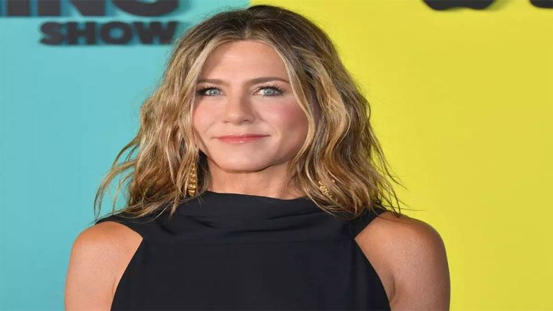 Jennifer Aniston 's 'Friends' Reunion Talk Gets Twitter Excited