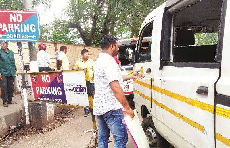Haphazard parking and traffic at GMCH; Menace to a patient arriving at the hospital
