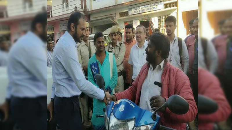 Specially-challenged Thangaraj spreading Swami Vivekananda's messages