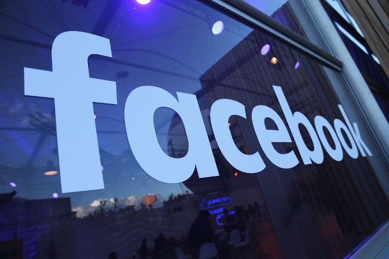 Facebook dominates most downloaded apps
