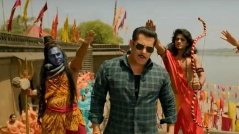 Makers voluntarily remove 'certain scenes' from 'Hud Hud Dabangg' song