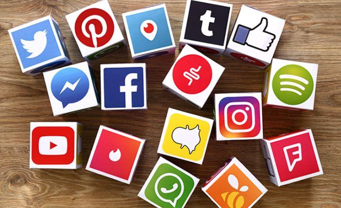 Socialization in the time of Social Media