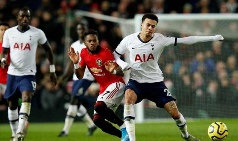 Tottenham fall to Manchester United; Liverpool rout Everton