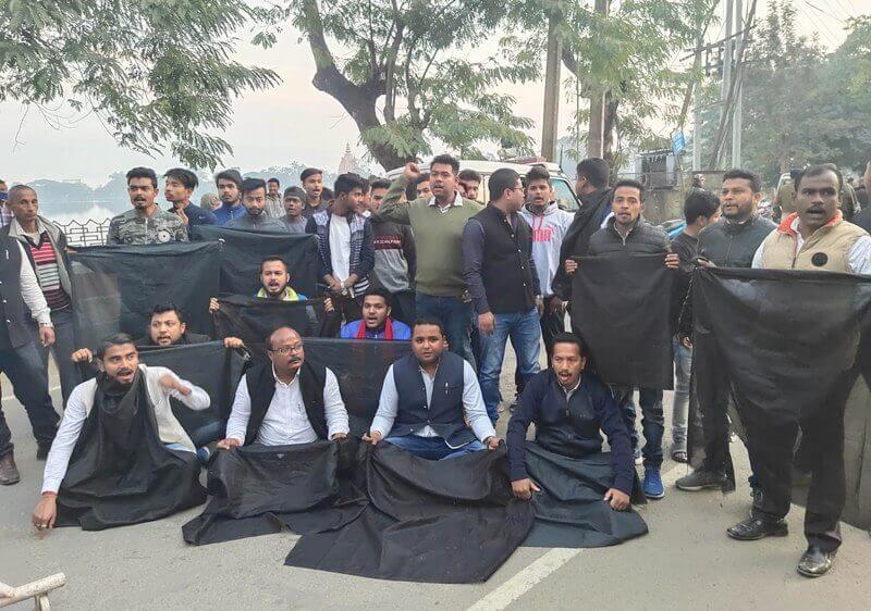 Topon Kumar Gogoi shown black flags by Sivasagar AASU
