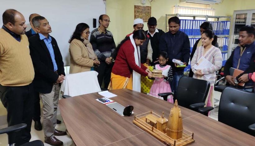 Sivasagar DCextends helping hand to visually challenged minor girl