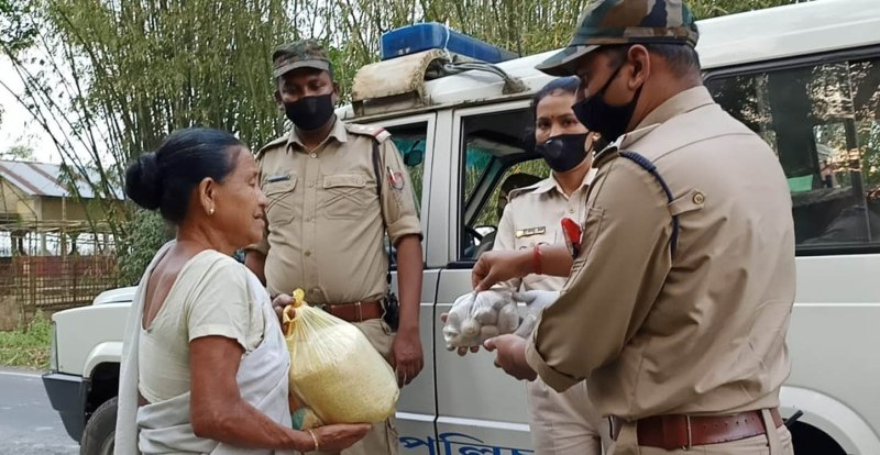 Darrang Police distribute food items among the poor