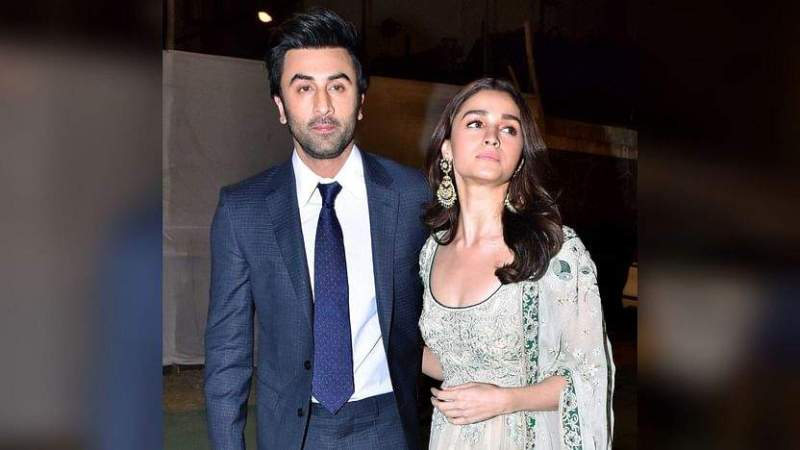Ranbir Kapoor giving a peck on Alia Bhatt's cheek, picture goes viral