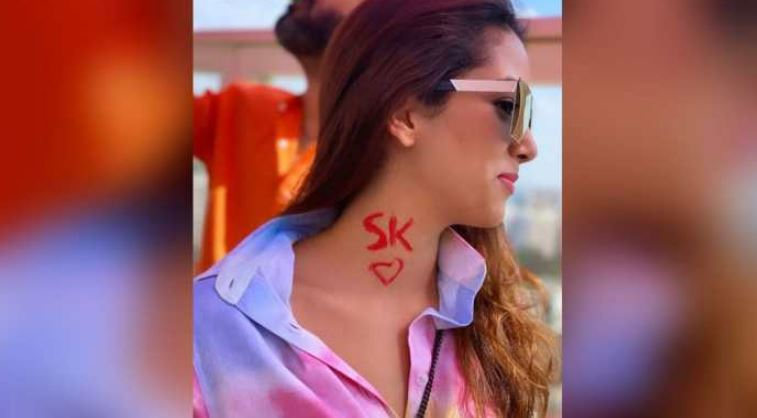 Mira Rajput paints Shahid Kapoors initials on her neck