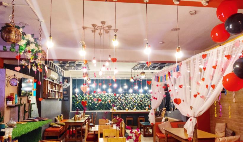 Eating Out: THE ZOUQ