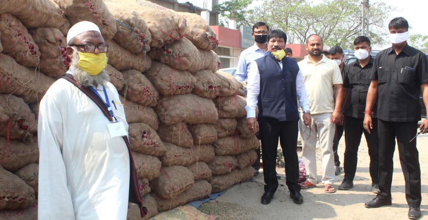 Agriculture Minister Atul Bora warns vegetable vendors against overcharging from customers