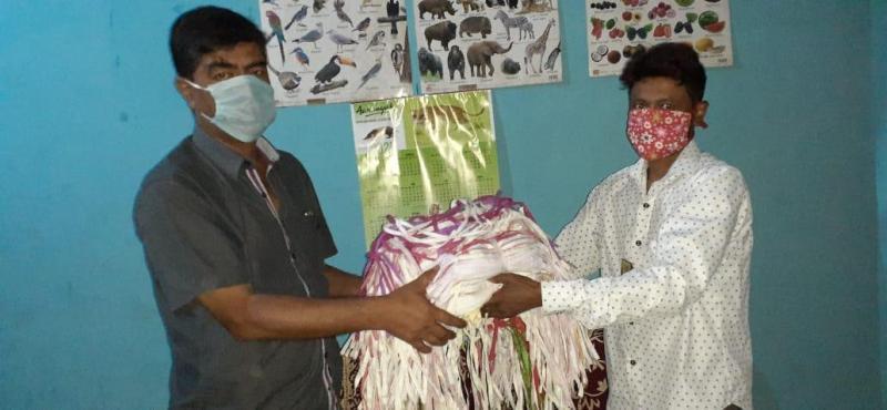 Aaranyak distributes masks among forest staff & journalists in Mangaldai