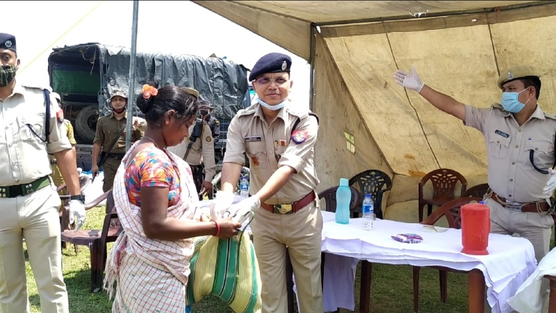 Kokrajhar Police distribute ration among needy families at Lungsung forest area
