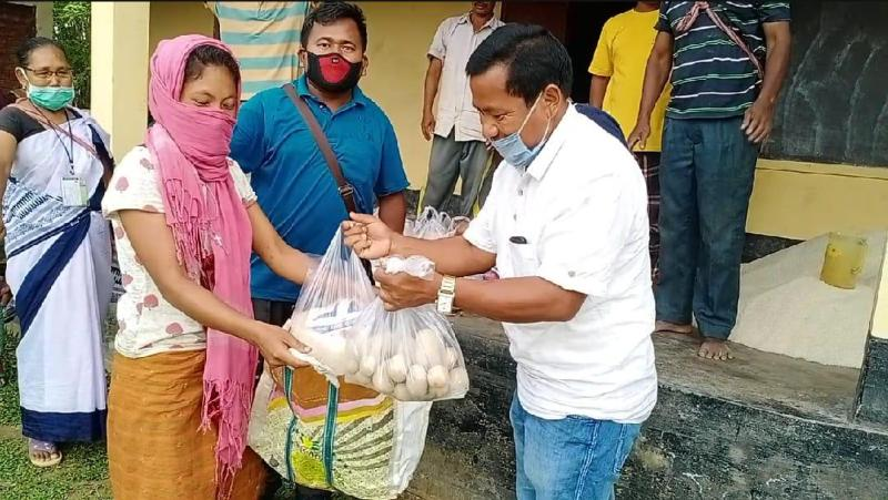 Politicians, businessmen come forward to help the poor at Donkamukam