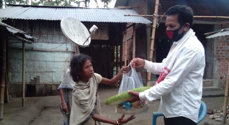 Senior journalist Bapan Sarma of Udalguri district distributes ration and vegetables to needy people