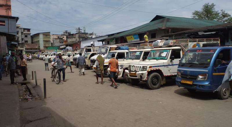 Tinsukia DC Bhaskar Pegu takes initiative to streamline movement of vehicles during lockdown